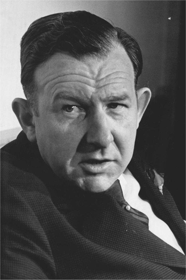 """di Davide Ragnolini """"Il contributo di Grewe alla scienza del diritto internazionale è comunque straordinario. Ora egli è il primo docente di diritto internazionale. Ciò non è solo un risultato e un compito, ma una situazione. Voglia il Cielo che tutti i buoni genii lo assistano"""". Con queste parole enfatiche dell'ottobre 1948 Carl Schmitt, nel suo Glossarium, affidava ai posteri un'inestimabile indicazione di lettura. La fortuna dell'opera di Schmitt, oggi, nonostante il suo carattere 'malfamato',"""