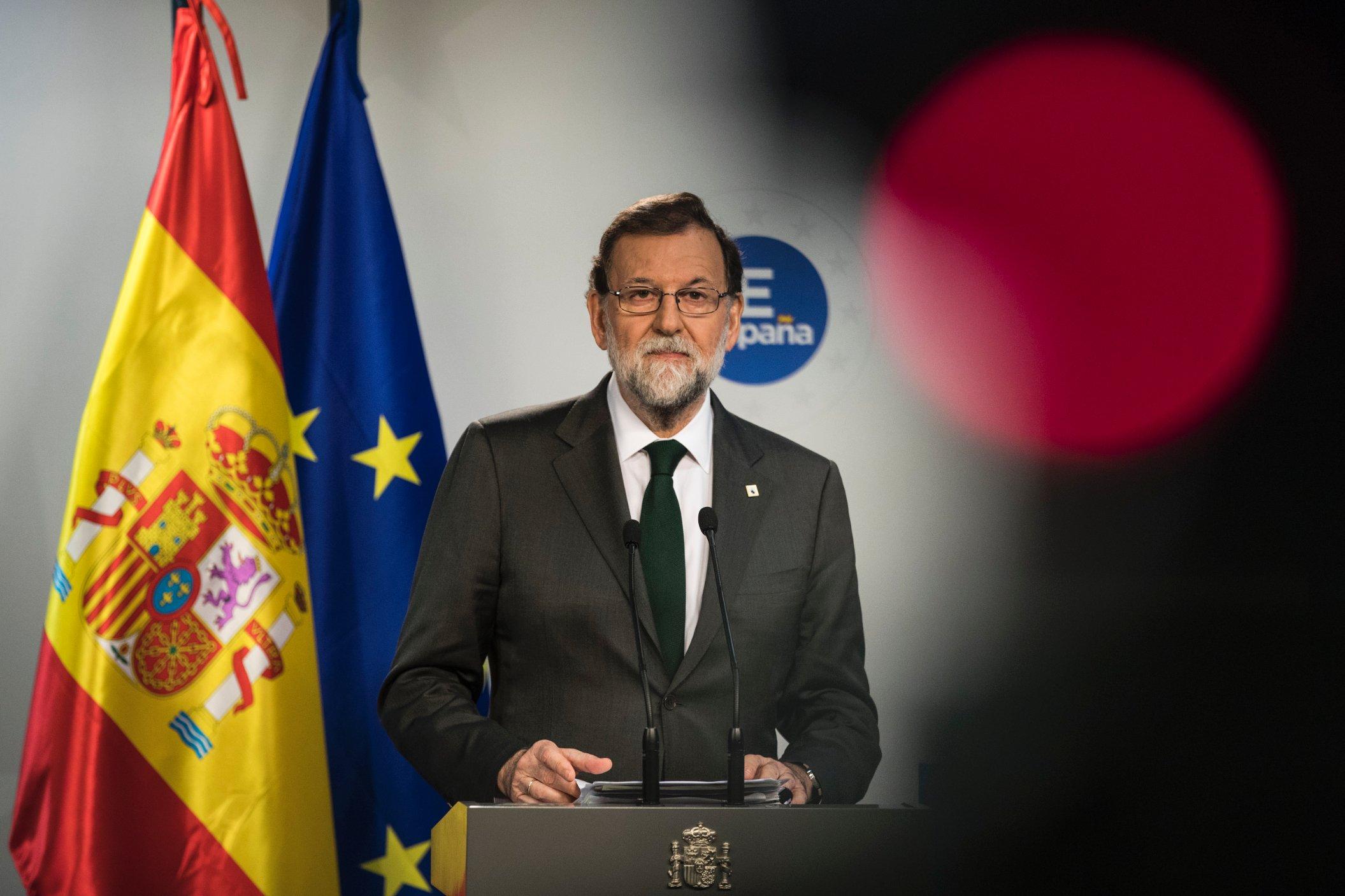 di Alessandro Campi Quanto può essere carismatico un impiegato del catasto? E infatti Mariano Rajoy – l'ex primo ministro spagnolo – tutto è stato meno che un trascinatore di folle, un demagogo o un grande intrattenitore. Quando teneva un discorso o faceva una dichiarazione, come capo di partito o di governo, nessun elettore spagnolo pendeva dalle sue labbra, anche se lo si ascoltava con rispetto. Ѐ stato semmai un travet della politica: metodico,