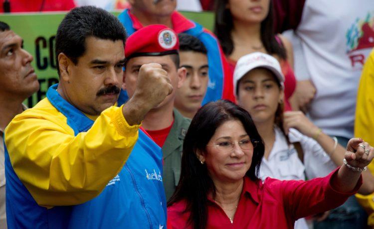 """Il Venezuela muore, ma il narcotraffico vola. Su aerei """"usa e getta"""""""