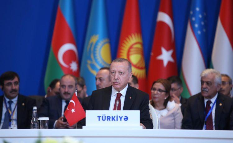 La Turchia in equilibrio tra democrazia e autoritarismo: un libro di Federico Donelli