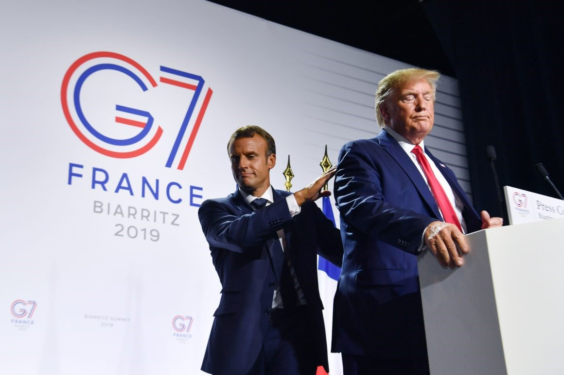 di Luca Marfè La guerra dei dazi con la Cina, l'ipotesi di rientro della Russia, le tensioni nucleari con l'Iran, l'Amazzonia di fuoco del Brasile, l'altalena tra diplomazia e conflitto con la Corea del Nord, il rapporto di fiducia (sfiducia) con gli alleati. Cala il sipario su Biarritz e resta un'unica grande verità: a Donald Trump del G7 non gliene frega assolutamente niente. Vale tutto e il contrario di tutto, come dimostra una conferenza stampa di chiusura che assomiglia più a uno show televisivo che non a un momento di contatto istituzionale con il presidente degli Stati Uniti d'America.